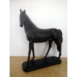 Cheval statue, Résine marron