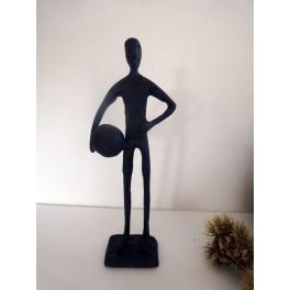 Sculpture joueur de foot et son ballon, Métal marron