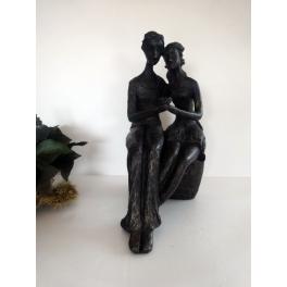 Couple assis statue, Résine patiné doré