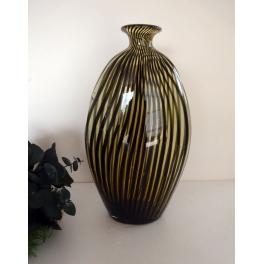 Vase rayé en verre