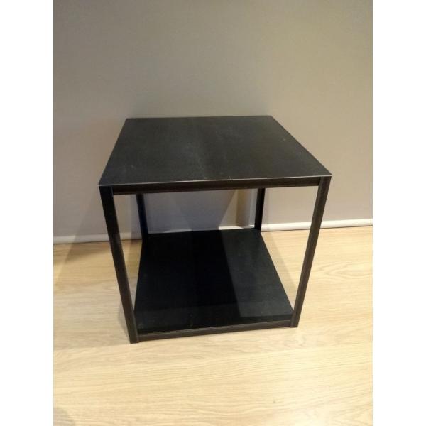 table m tal carr e arqitecture espace feng shui objets de d coration mobilier et cadeaux. Black Bedroom Furniture Sets. Home Design Ideas