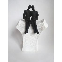 Statue petit Couple assis sur socle, Résine