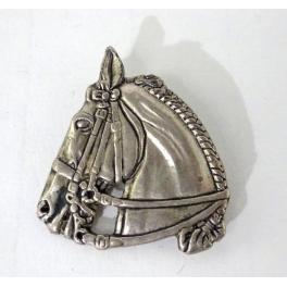 Broche cheval, Métal
