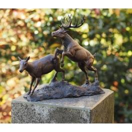 Cerf et biche sculpture, Bronze