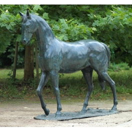 Grand Cheval sculpture, Bronze