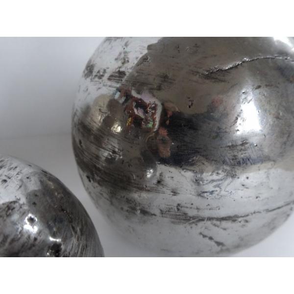 Arqitecture terre boule m tal d coration maison for Boule metal deco jardin