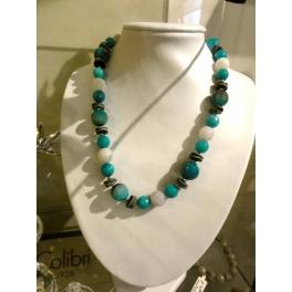 Collier perles bleues et fantaisies